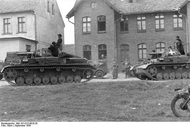 Panzer_IV_Ausf_A_Lengyelorszag_001_Bundesarchiv_Bild_101I-012-0016-20,_Polen,_Panzer_IV_in_Ortschaft.jpg