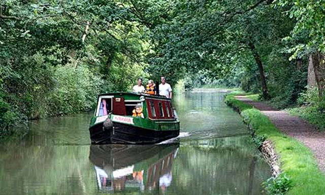 s-A-narrowboat-on-the-Oxfor-007_1.jpg