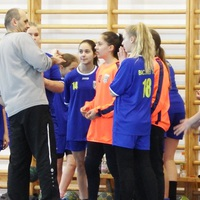 Papinóth-pogácsa és kőkemény kézilabda a 13 éves lányok szári bajnoki tornáján!