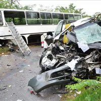 FRISS! Halálos baleset Vértesboglárnál - autóbusz és gépkocsi hajtott az árokba!