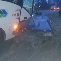 Csak erős idegzetűeknek: a buszon ülő bicskei utas fotói a reggeli vértesboglári frontális, halálos balesetről!