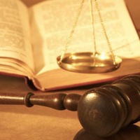 Biatorbágyi ügyvédet vittek el zugírászat miatt a nyomozók egy szegedi tárgyalásról!