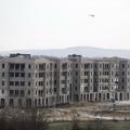 Mégis lakópark lesz a betonmonstrumból az M7-M1 mellett!
