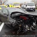 Ennyi maradt a 60 milliós Ferrariból az M1-esen történt baleset után!