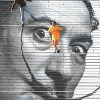 Dalí-portré a lépcsőn