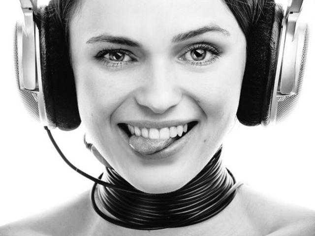 Miért nagy lehetőség a rádióknak, hogy az Y generációsok imádják a füleseket?