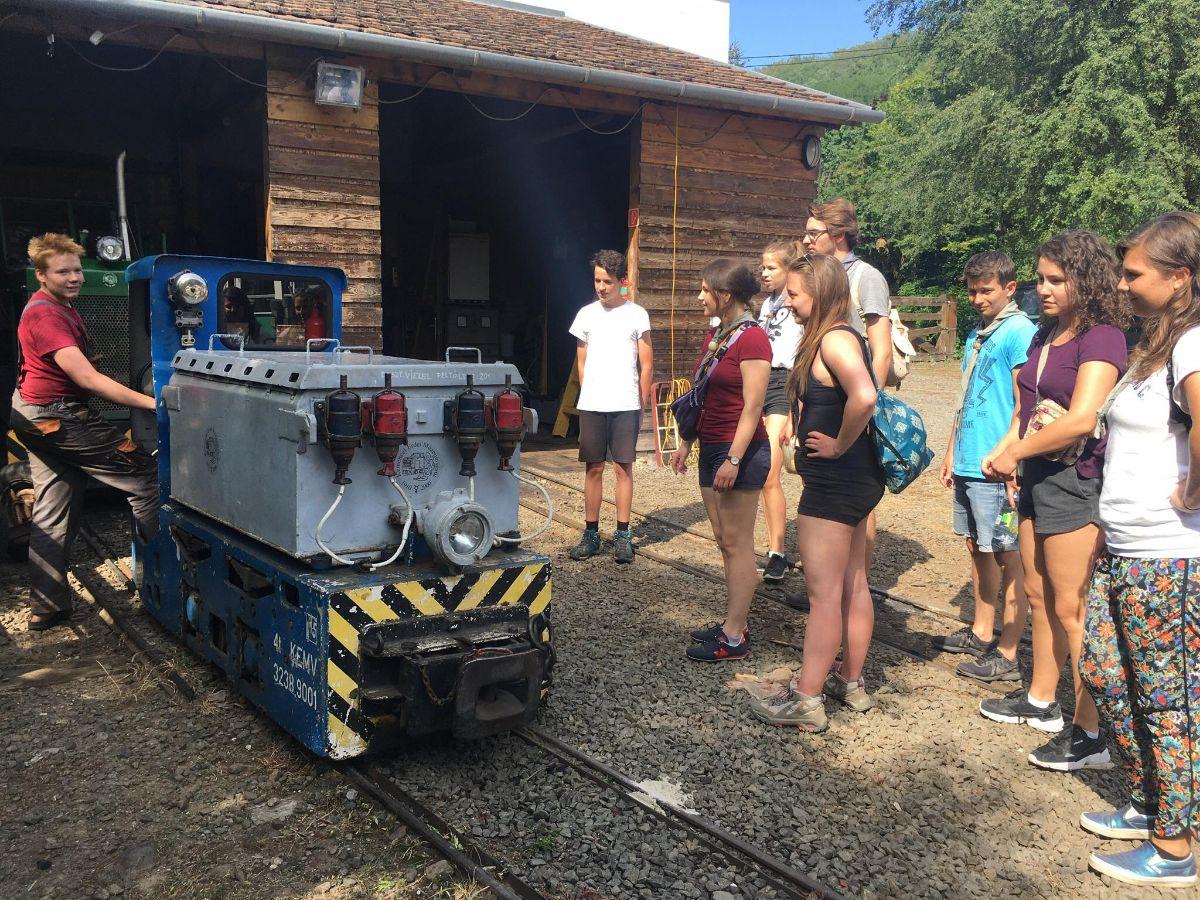 Rover Portya 2/2: Önkéntes sátorállítás és kisvasutazás Kemencén (E)