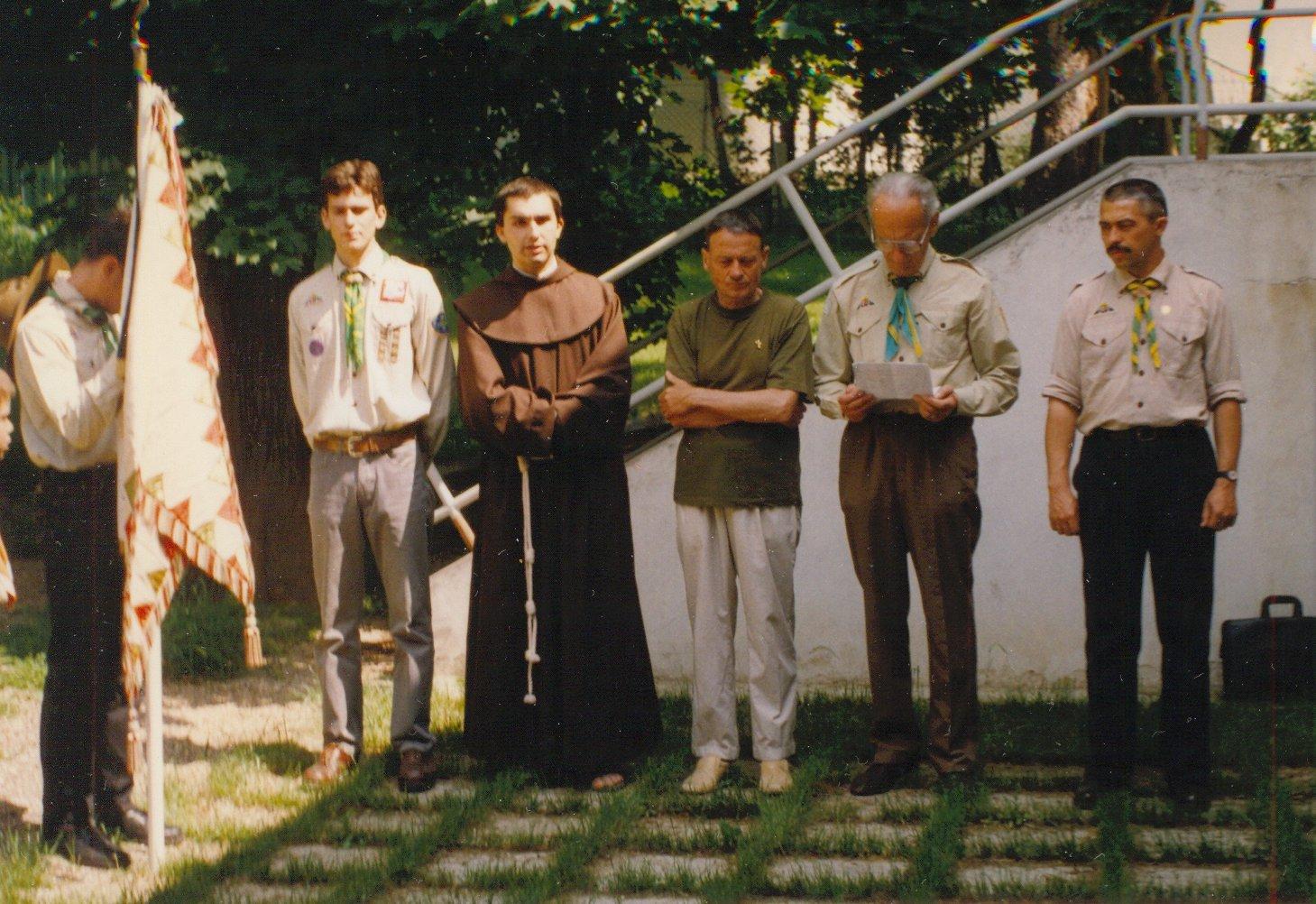 1997-es fogadalomtétel a Szilfa utca kertjében: Albert, Vencel testvér, Gyurka bá, Herbert bá, Sziszi