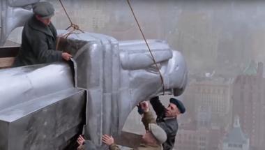 Két perc színesben New York első felhőkarcolóinak építőivel