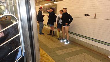 Olvasónk képei a fehérneműs metrózókról