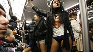 Újfent ledobták a nadrágot a New York-i metrózók