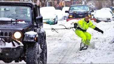 Snowboarddal New York utcáin