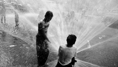 Hajdan hétfő 2. – Tűzcsappal játszó gyerekek 1953 nyarán