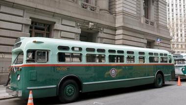 Retró buszok az ünnepekre
