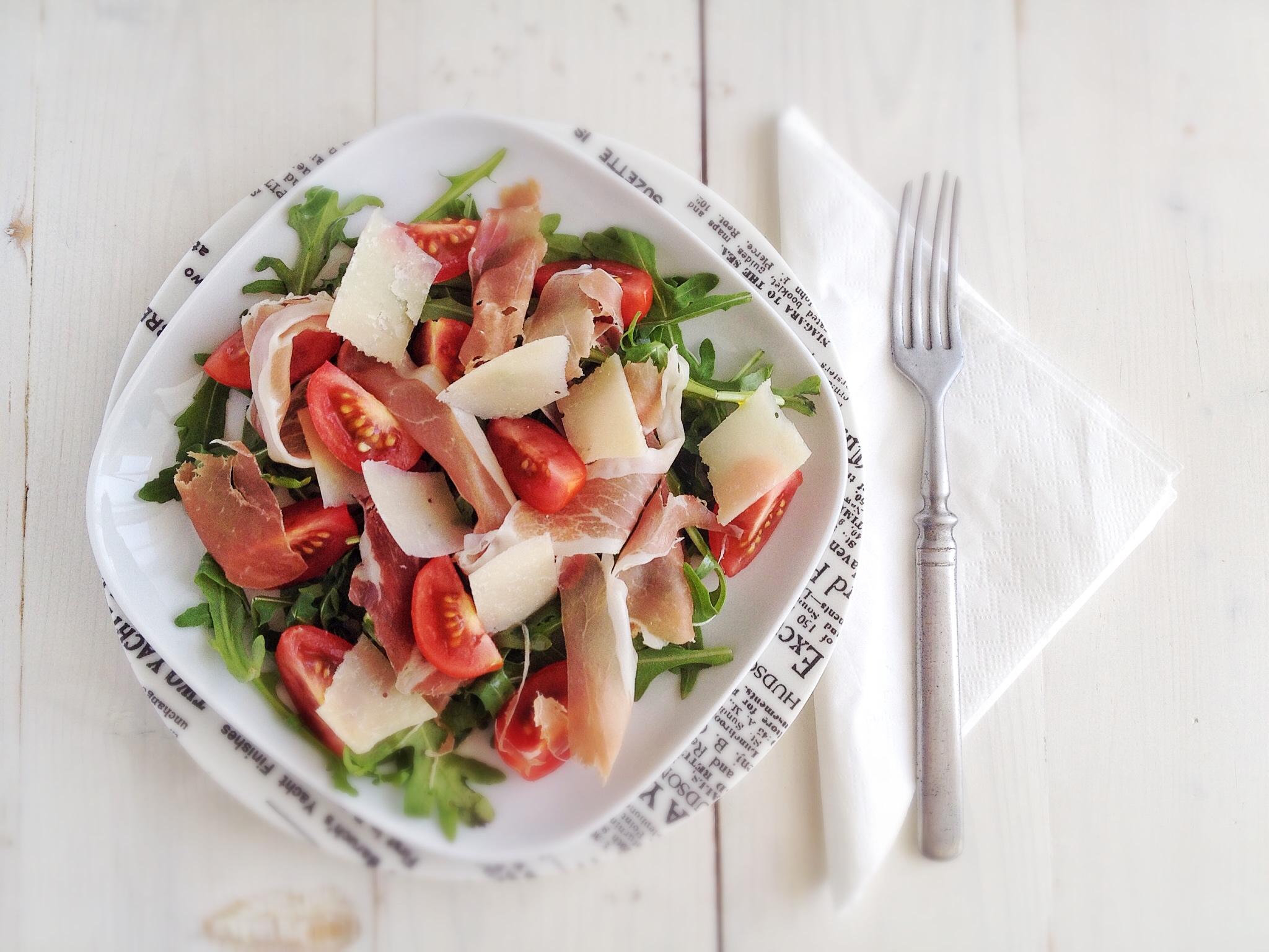 rukkolas-salata-prosciuttoval-5-hozzavalobol.JPG