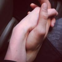 A szerelmes kézfogás fájdalomcsillapító ereje