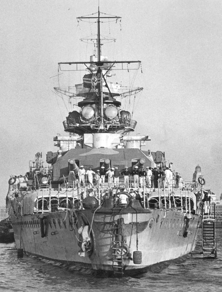 admiral_graf_spee_1939_12_17_001.jpg