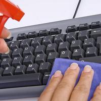 Folyadék tisztítása a laptop billentyűzetéről