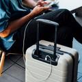 Hogyan tölthetem a laptopomat utazás közben?