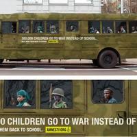 Iskolabusszal a háborúba