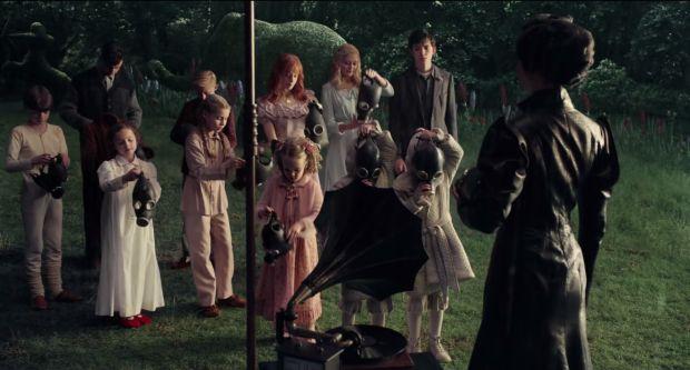 magyar trailer + eredeti featurette: vándorsólyom kisasszony különleges gyermekei [miss peregrine's home for peculiar children] (2016)