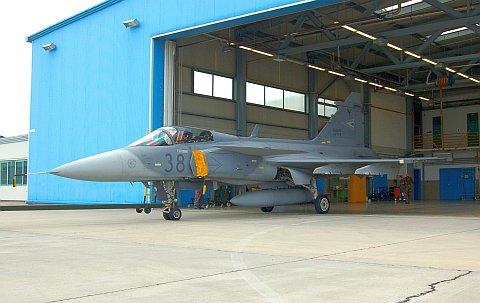 hangar-01.jpg