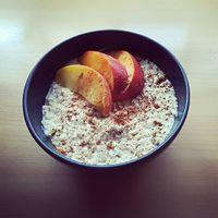 #Reggeli #zabkása nektarinnal és őszibarackkal  #porridge #healthyfood #healthy #fitness #fitmom #breakfast