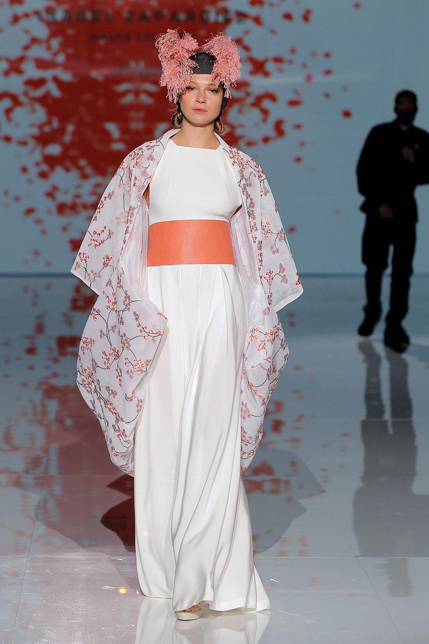 4-barcelona-bridal-week-eskuvo-classic-alice-blog-menyasszonyi-ruha-isabelzapardiez_31.jpg