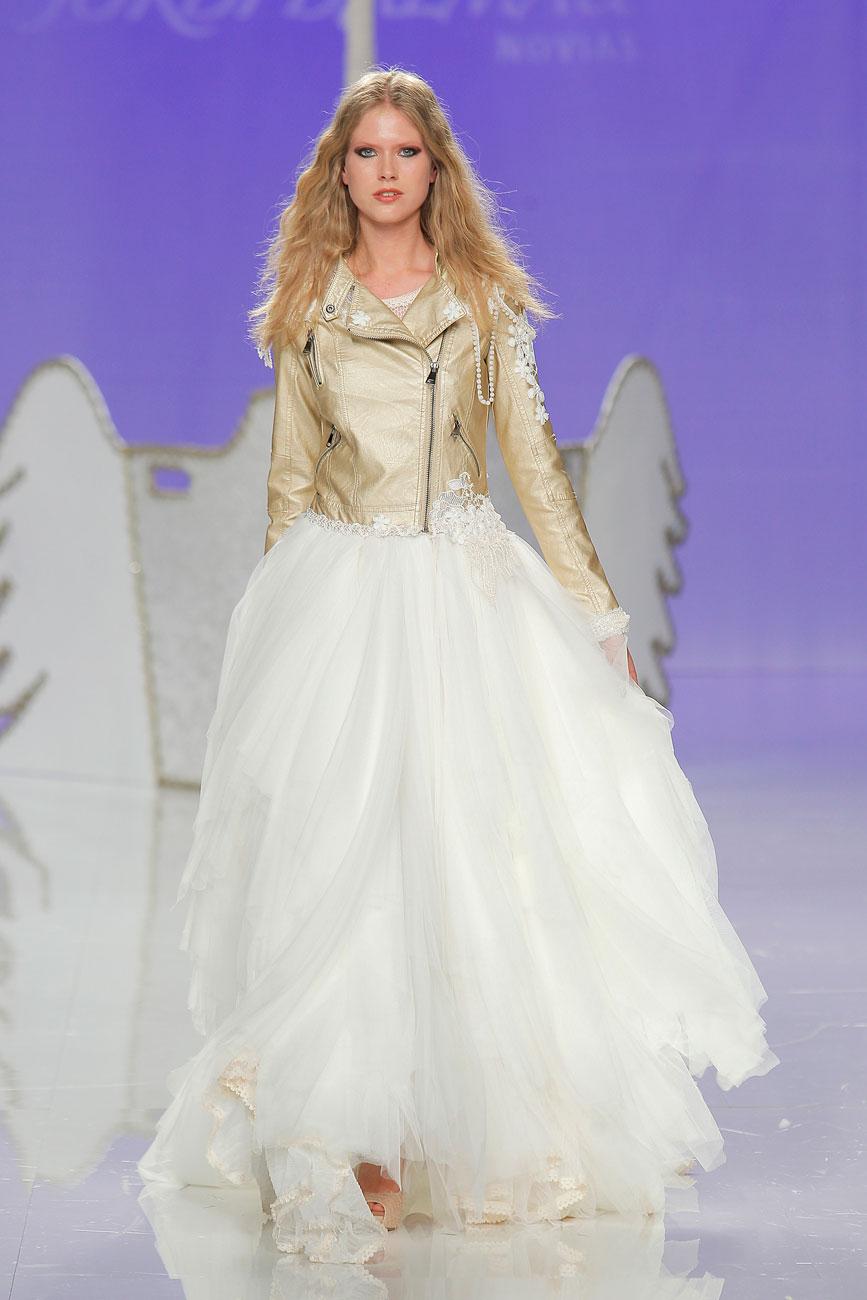 4-barcelona-bridal-week-eskuvo-classic-alice-blog-menyasszonyi-ruha-jordidalmau_20.jpg