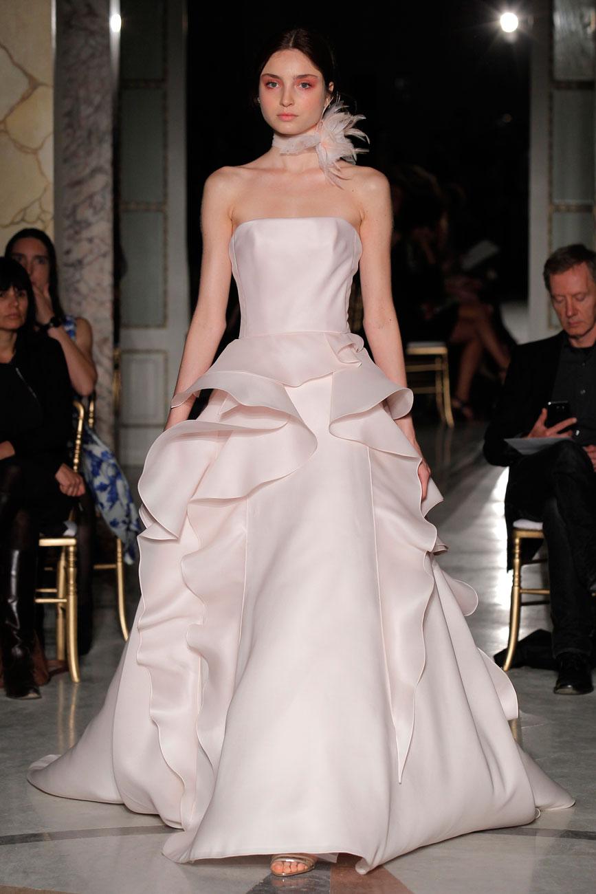 8-barcelona-bridal-week-eskuvo-classic-alice-blog-menyasszonyi-ruha-angelsanchez_081.jpg