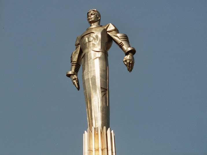moscow-gagarin-monument-02.jpg