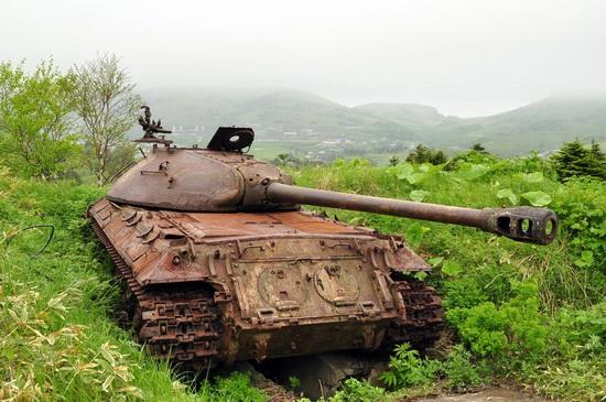 abandoned-tanks-shikotan-island-sakhalin-russia-2-small.jpg