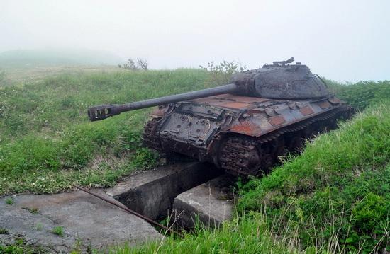 abandoned-tanks-shikotan-island-sakhalin-russia-22-small.jpg