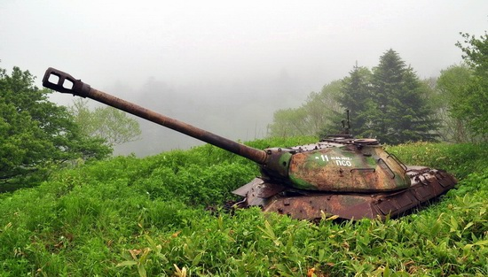 abandoned-tanks-shikotan-island-sakhalin-russia-26-small.jpg