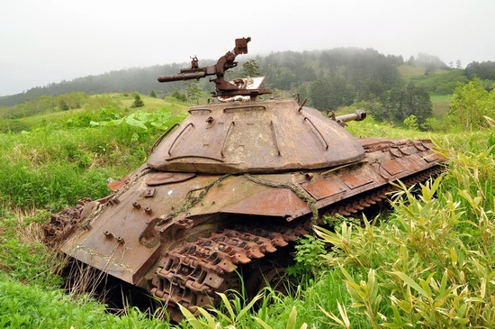 abandoned-tanks-shikotan-island-sakhalin-russia-3-small.jpg
