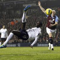 Adebayor vezérletével menetel a Spurs - már dobogós