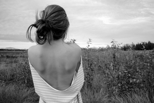 alone-girl-thin-thinspiration-thinspo-Favim.com-415802.jpg