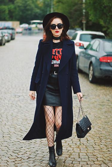 5040806_black_mini_leather_skirt_graphic_tshirt_top_fishnet_tights_fedora_hat_zara_ankle_boots_leather_crossbody_bag_long_navy_coat_choker_fall_outfit_idea_andreea_birsan_8.jpg