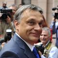 Orbán magyarázza a bizonyítványát