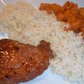 Chilis-mézes sült hús rizzsel, fűszeres sült tökkel
