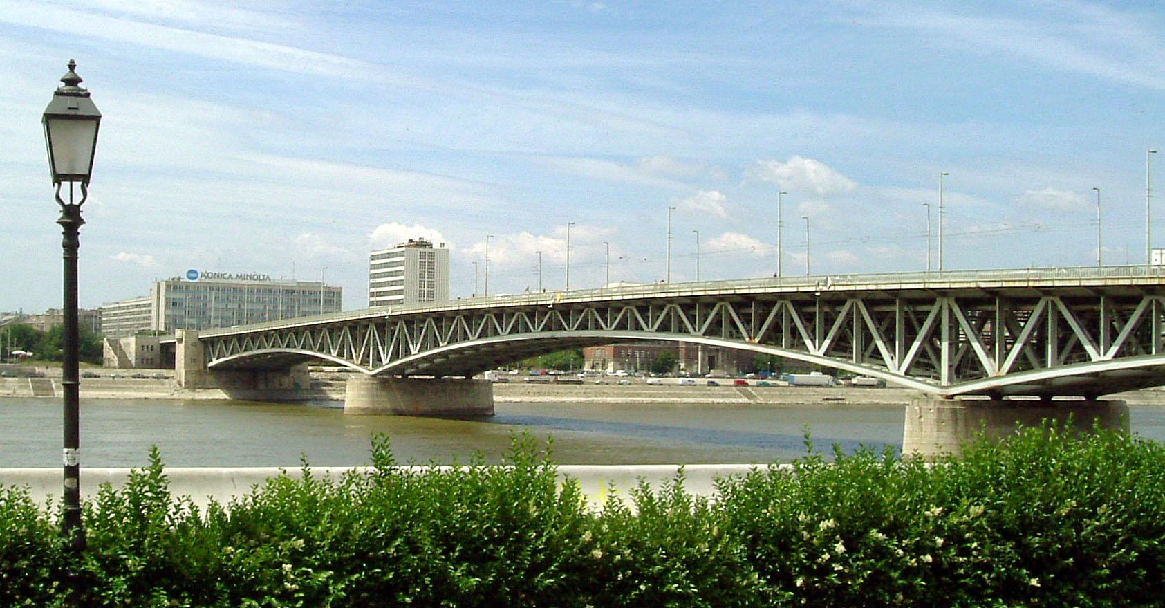 budapest_petofi_bridge.jpg