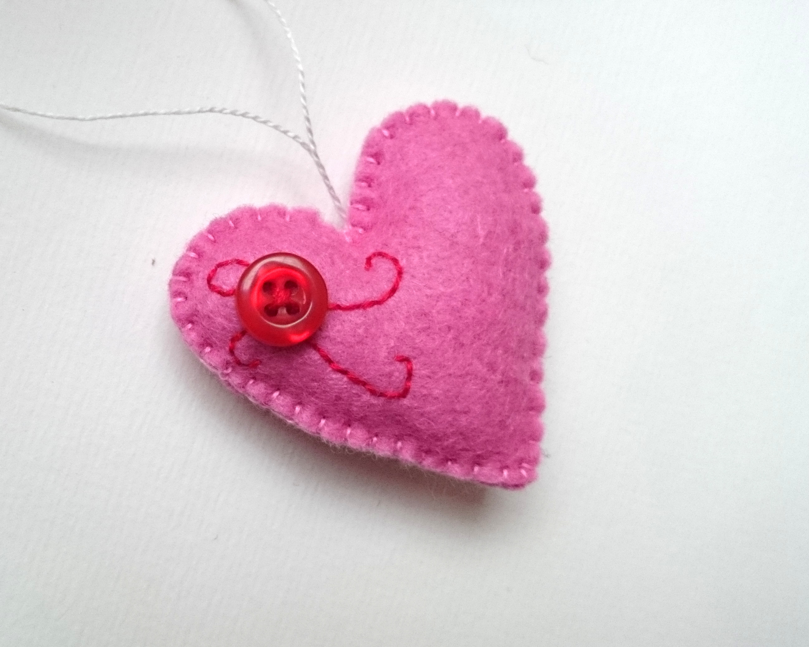 pink-felt-heart-with-button-04.jpg