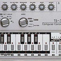 Hogyan változtatta meg a zenei életet a TB-303?