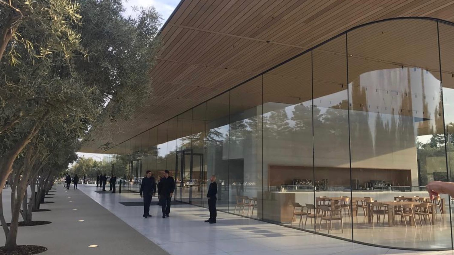 apple-park-visitor.jpg