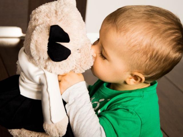 Miért ne csókolhatná szájon egy apa a gyerekét?