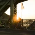 Egy nap a lezárt Szabadság hídon. Minden percre jut egy flashmob!