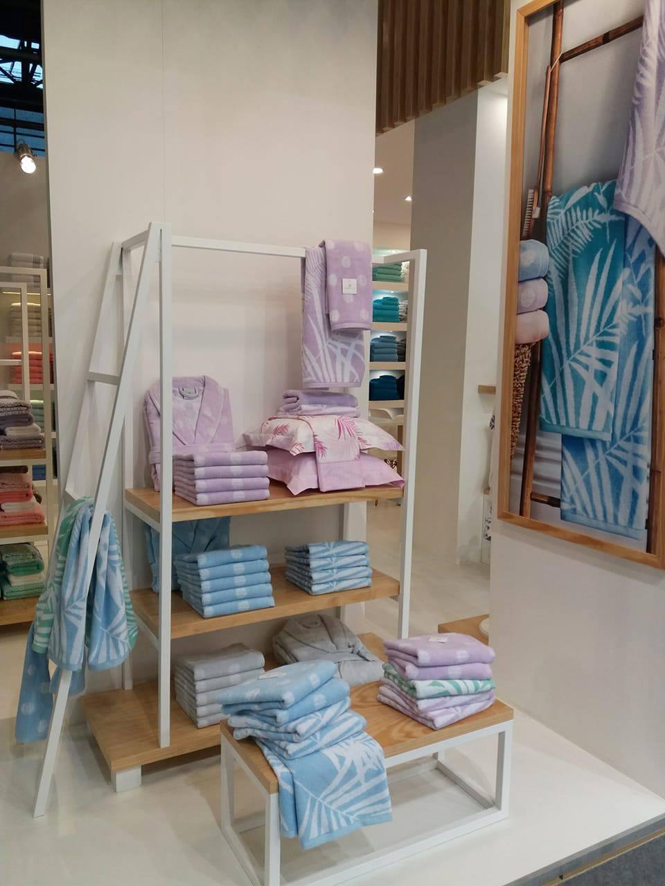 Női fürdőköntösök pálma mintával, pasztell színben