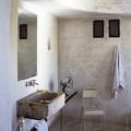 Napi inspiráció: a kőmosdó egyszerűsége
