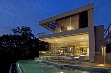 Modern-Waterfront-House-Design-by-Bruce-Stafford-Architects-700x464.jpg