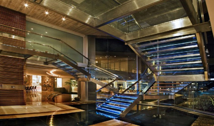 Glass-Staircase-Design-at-Impressive-Glass-House-in-Johannesburg-South-Africa-700x413.jpg